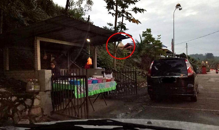 Kelebihan Berniaga Tepi Jalan Laluan Ke Masjid. Wanita Ni Sempoi Je Pakai Exora!